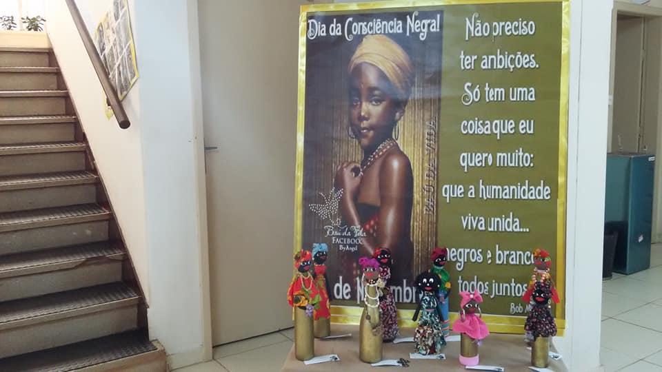 Exposição na 32ª CRE destaca trabalhos de combate ao racismo em homenagem ao Dia da Consciência Negra