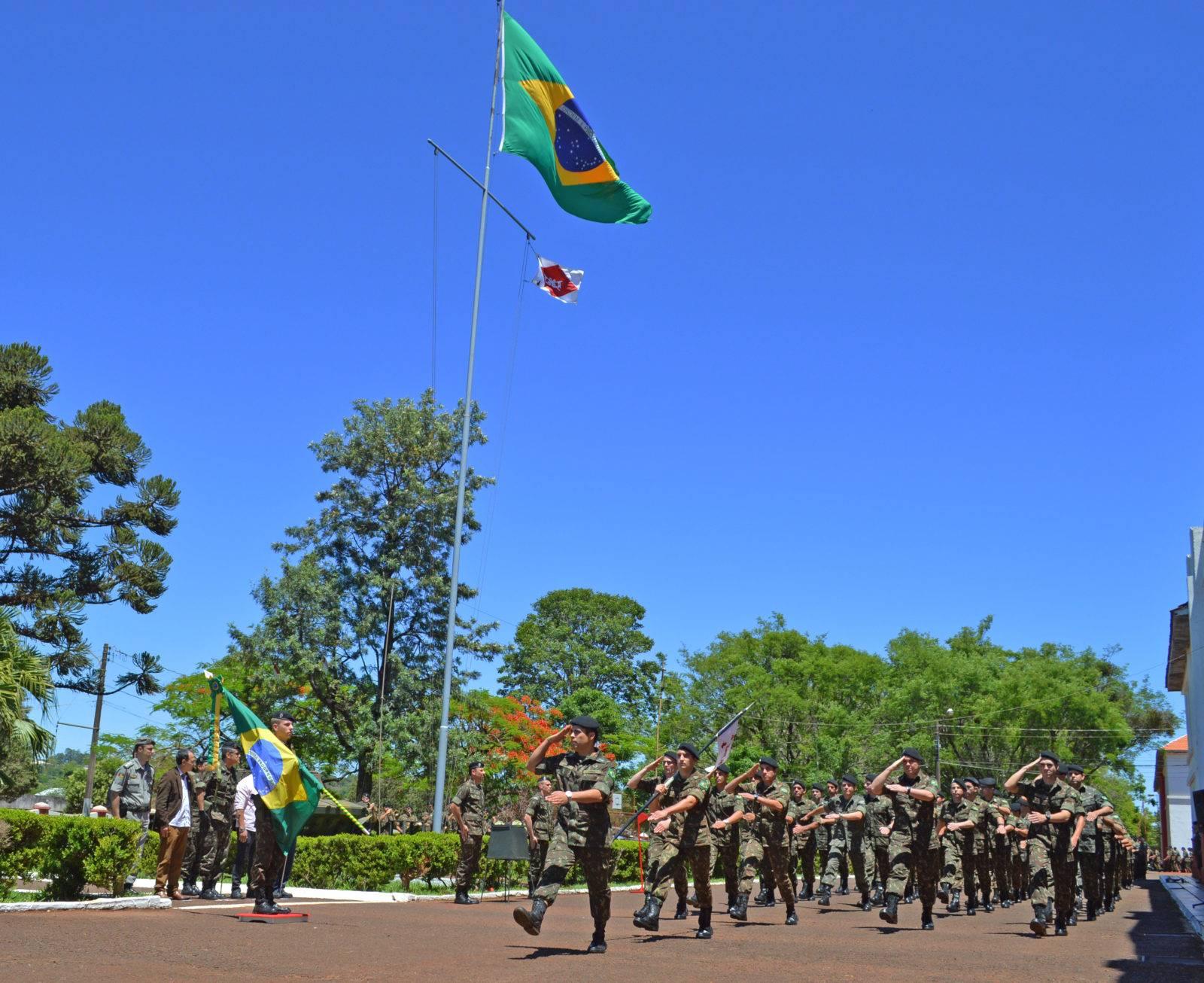 4° RCB celebrou Dia da Bandeira com homenagens