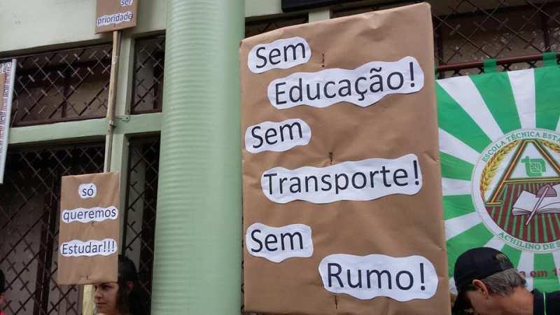 Governo atrasa pagamento e empresas de transporte em Santo Antônio paralisam