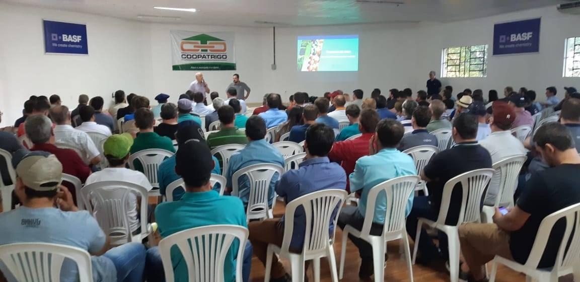 Coopatrigo promoveu reunião sobre manejos de doenças na cultura da soja
