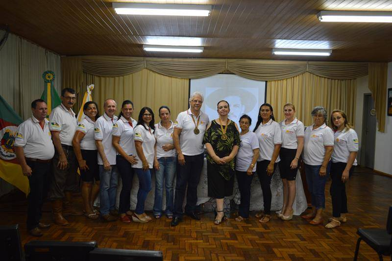 Bossoroca: professora Mirian Manzoni recebe comenda Jayme Caetano Braun