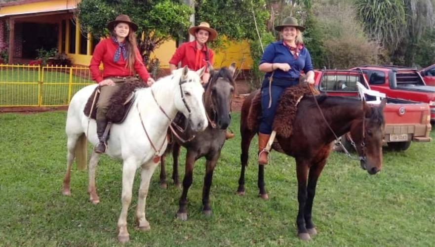 """Grupo """"Gurias Campeiras"""" promove a 1ª Cavalgada das Mulheres de Bossoroca"""