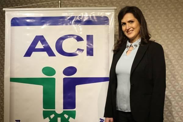 Empresária Roberta Flores toma posse como presidente da ACI