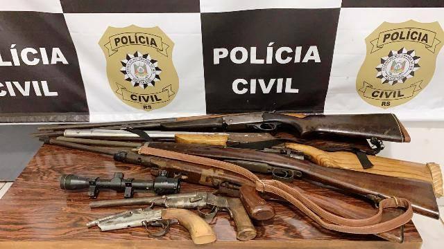 Polícia Civil com apoio da Brigada Militar apreende armas e munição em Caibaté