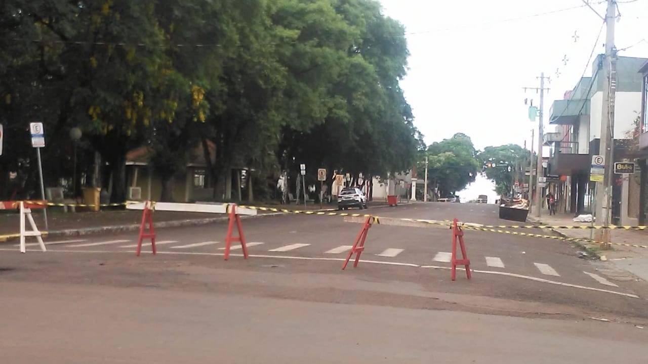 Trânsito é bloqueado no entorno da Praça da Matriz para evitar aglomerações