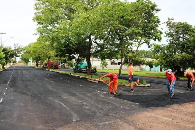 Retomada as obras de capeamento asfáltico em Santo Antônio das Missões
