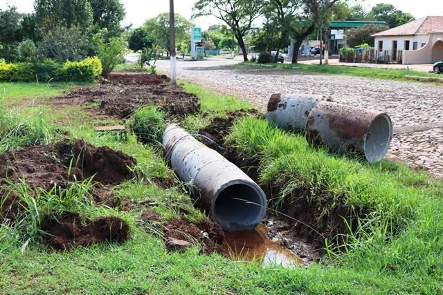 Santo Antônio das Missões: continuam os trabalhos de colocação de tubos de concreto