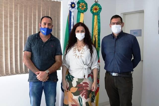 Prefeito Felisberto Ferreira recebe a visita do novo gerente da Sicredi de Santo Antônio das Missões