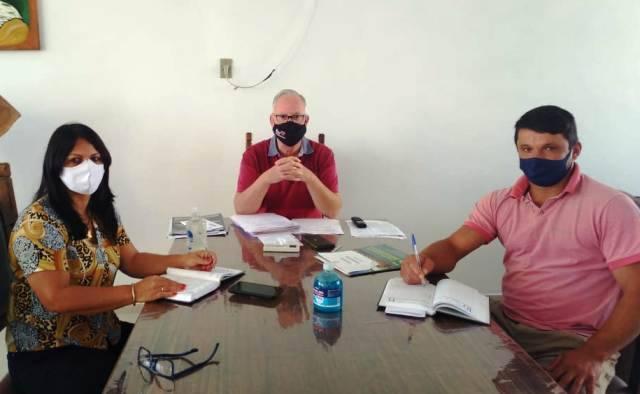 Prefeito Juca Dutra recebe a presidente da Câmara de Vereadores e debatem a situação da pandemia