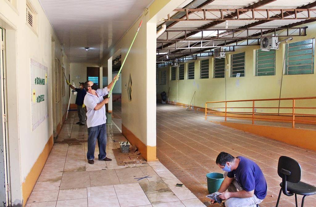 Prédios das escolas municipais de São Luiz Gonzaga recebem manutenção