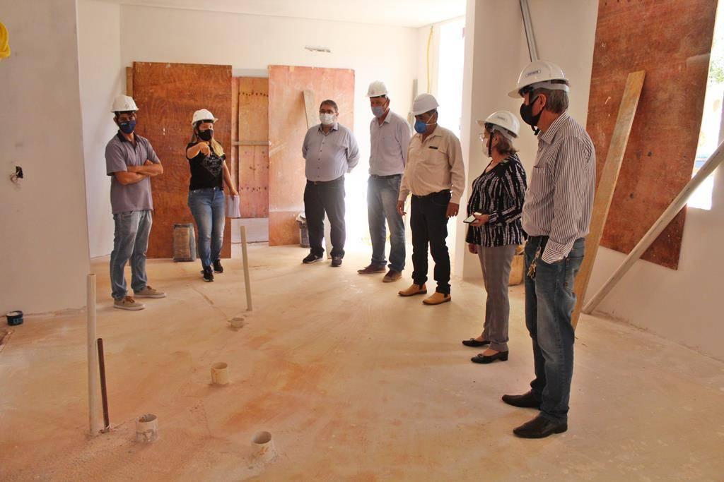 Executivo Municipal visita áreas em reforma do Hospital São Luiz Gonzaga