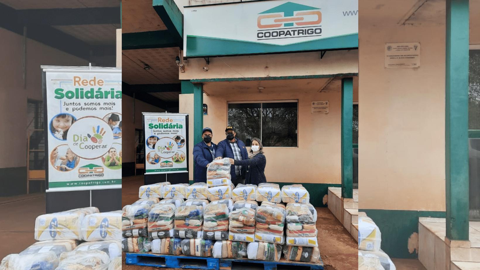 Assistência Social de Santo Antônio das Missões recebe doação de 50 cestas básicas da Coopatrigo