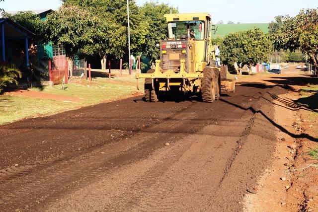 Colocação de massa de resíduo asfáltico é iniciada em Santo Antônio das Missões