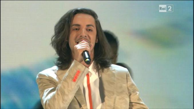 The Voice of Italy Live: Tommaso Pini canta Mentre tutto
