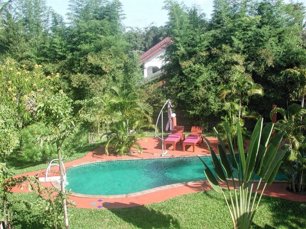 Annelie Hendrik's backyard garden