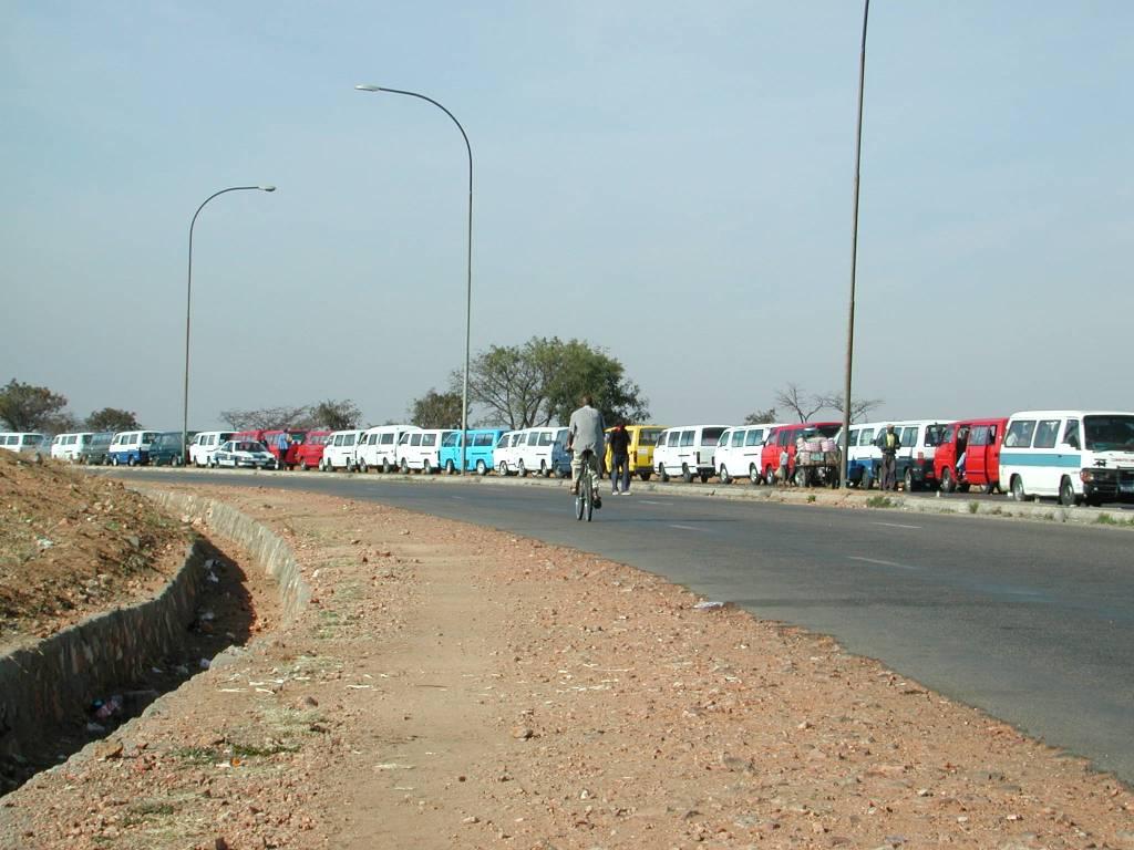 Long queues at a petrol station