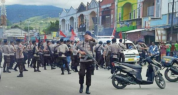 Indonesian police deployed to control the Jayapura demonstration in support of the United Liberation Movement for West Papua.