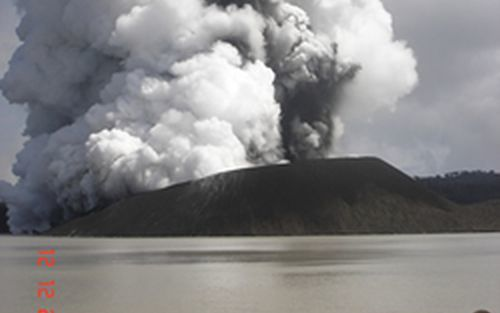Alert heightened for Vanuatu volcano | RNZ News