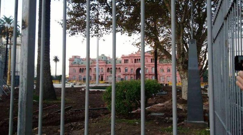 Legislatura: El oficialismo porteño convirtió en ley el enrejado de Plaza de Mayo