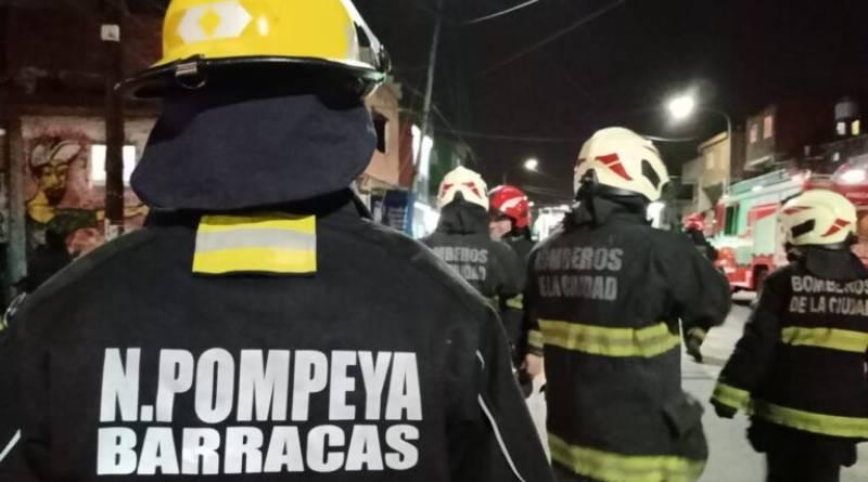 Conocé la labor solidaria de los Bomberos Voluntarios de Pompeya y Barracas