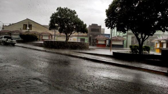 Sexta feira de chuva em vários municípios da região do Pajeú