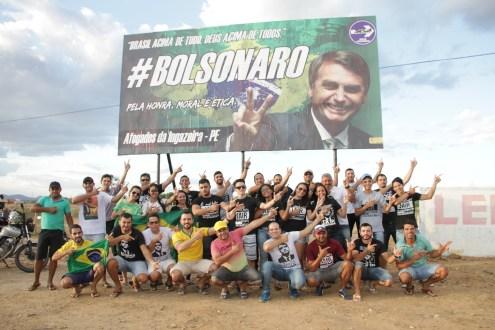 Jair Bolsonaro agradece outdoor de apoio em Afogados da Ingazeira