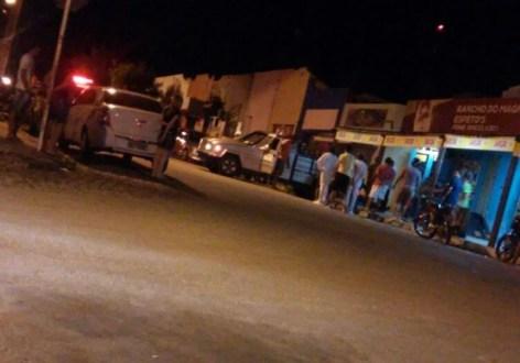 Sem ambulância vítima de infarto é transportado em cima de carroceira de caminhonete em Afogados da Ingazeira