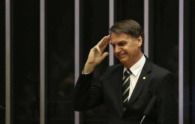 """Bolsonaro diz que questão ideológica é """"muito mais grave"""" que a corrupção"""