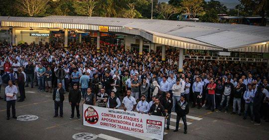 Trabalhadores fazem ato contra a reforma da previdência no Vale
