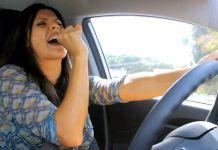 Escuchar música al volante