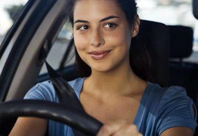 Escuchar nuestra música favorita al volante nos entorpece
