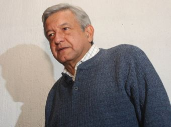 Sale López Obrador del hospital; le piden reposo de un mes