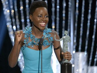 Lupita Nyong'o ganó por su actuación de reparto en contra de Jennifer Lawrence