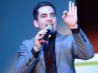 """Presenta Omar Chaparro su conferencia """"Te reto a ser feliz"""" en Hermosillo"""