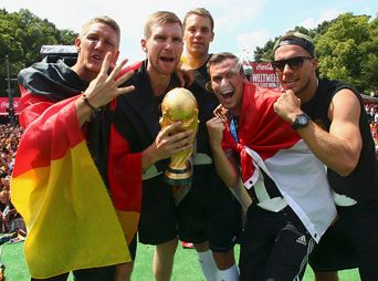 Alemanes dañaron el trofeo de la Copa del Mundo