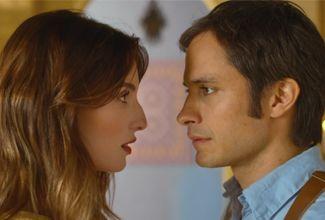 El clip dirigido por René Pérez, tiene como protagonistas a los actores Gael García y María Valverde