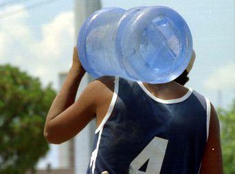 Garrafón de agua se vende en 150 pesos en comunidades del Río Sonora