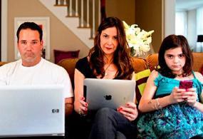 La tecnología ha cambiado nuestra forma de vivir y de pensar, hasta nuestras rutinas familiares. Comer en familia, puede considerarse pasado de moda.