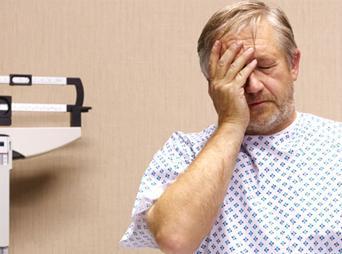 En las etapas tempranas de la enfermedad no existen síntomas, se manifiestan solo cuando se encuentra en etapas tardías con: -Sangrado al orinar -Sangre en semen