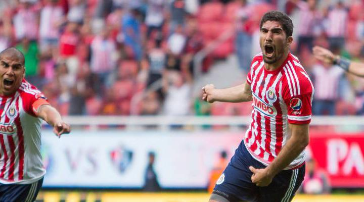 Jair Pereira festeja su gol vs Atlas