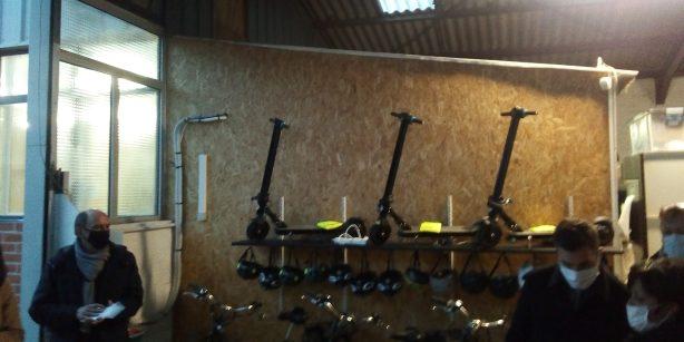 les trottinettes électriques et vélos en prêt gratuit à l'oasis de vie (Ph. JP PLANQUE / RADIO PLUS)
