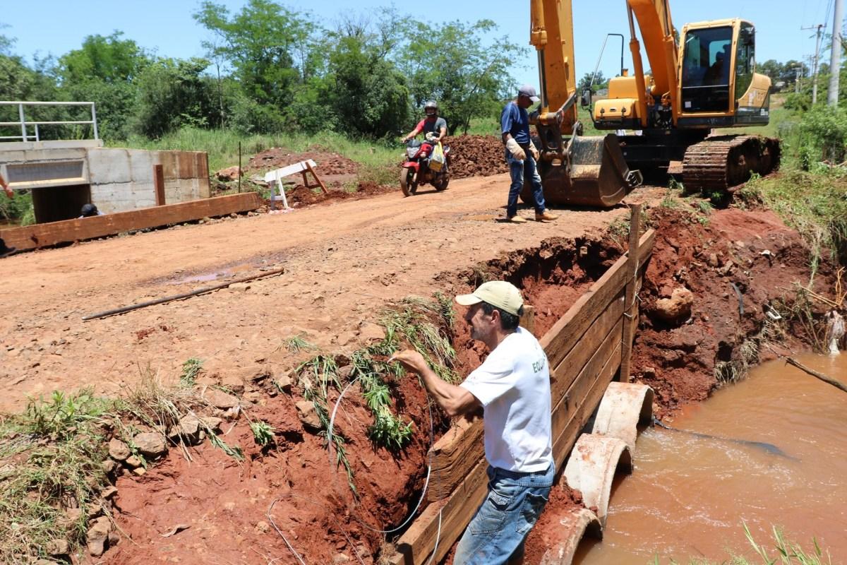 Secretaria de Obras de Cruz Alta realiza melhorias no desvio do bairro Acelino Flores - Rádio Progresso de Ijuí