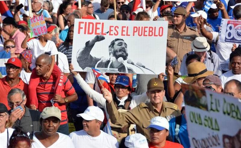 Fidel presente en el desfile. Foto: Juvenal Balán