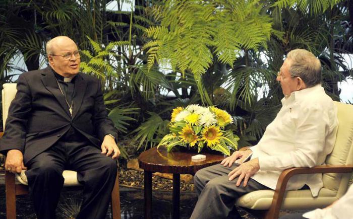 Recibió Raúl Castro al Cardenal Jaime Ortega. Foto: Estudio Revolución.