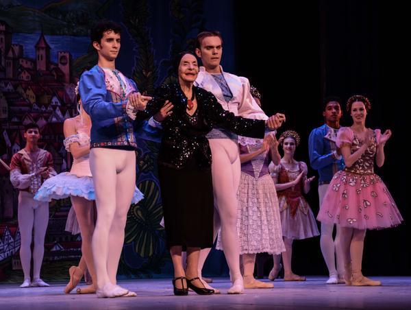 La Prima Ballerina Assoluta Alicia Alonso (C), asistió a la Gala dedicada al Triunfo de la Revolución, en la reapertura del Gran Teatro de La Habana Alicia Alonso. Foto: Marcelino Vázquez