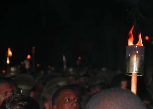 Jóvenes protagonizan la tradicional Marcha de las Antorchas, desde la escalinata de la Universidad de La Habana hasta la Fragua Martiana, el 27 de enero de 2013, para recordar al Héroe Nacional, José Martí. Foto: Abel Rojas.