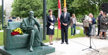 483-18 junio 2014--Jan Karski statue, Warsaw-inauguration