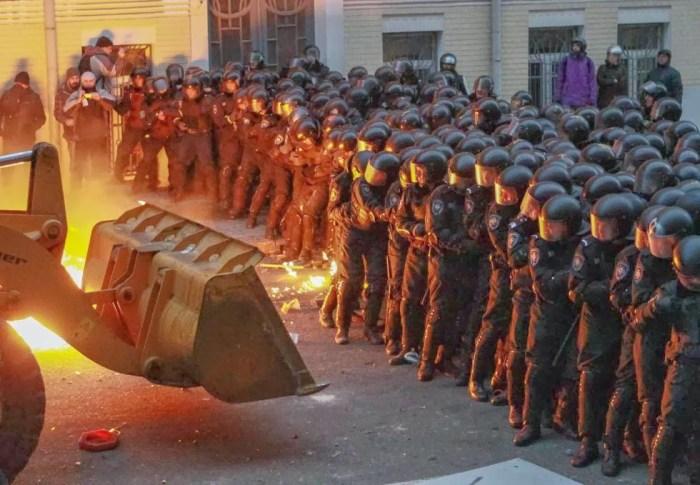 Equidistantes de Ucrania y Rusia