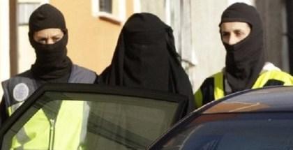 Una-de-las-mujeres-detenidas-h_54421490388_51351706917_600_226