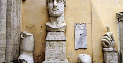 Coloso de Constantino - Restos en el Patio del Palacio de las Conversaciones 2